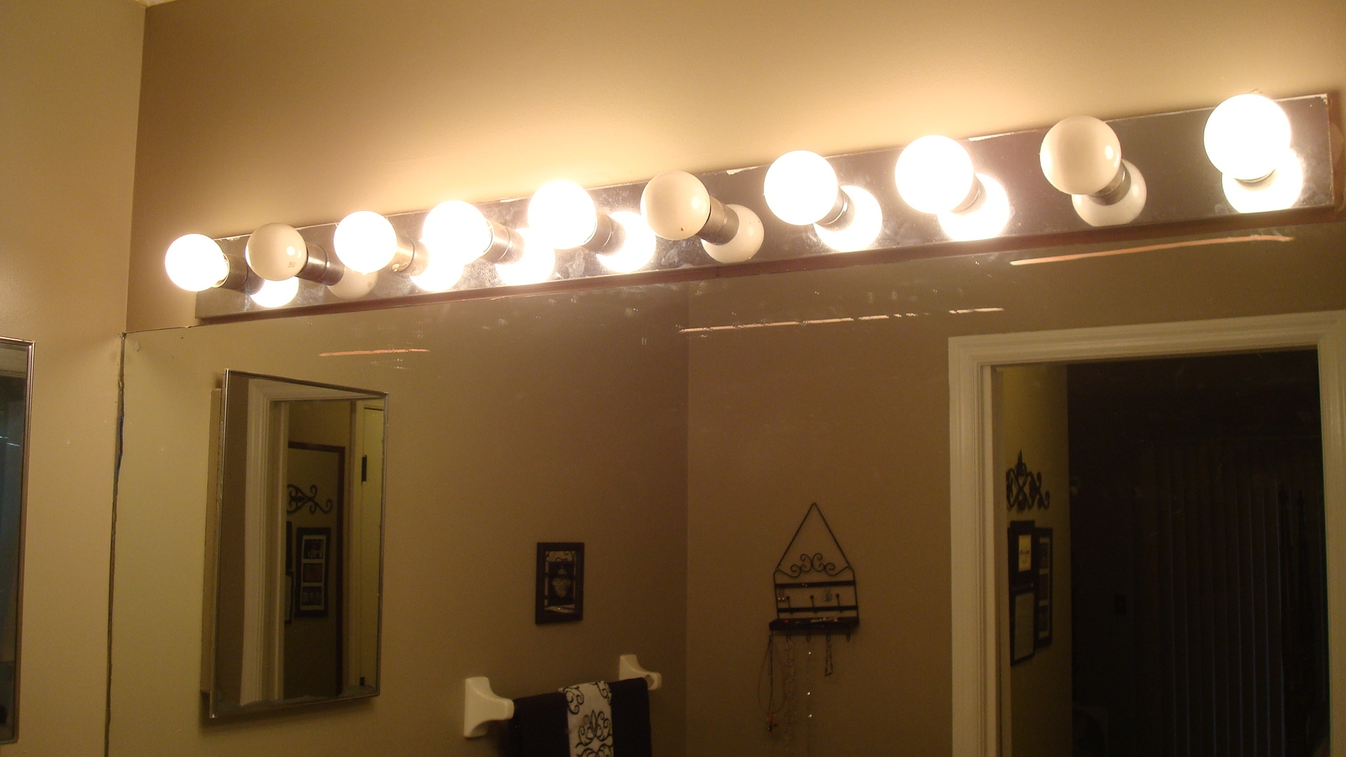 Bathroom Mirror Light Bulbs