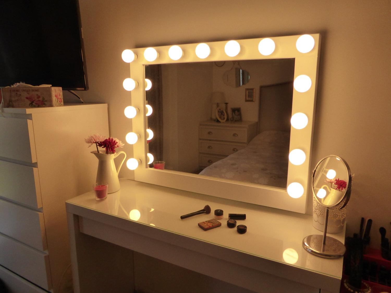 Makeup Wall Mirror With Light Bulbs
