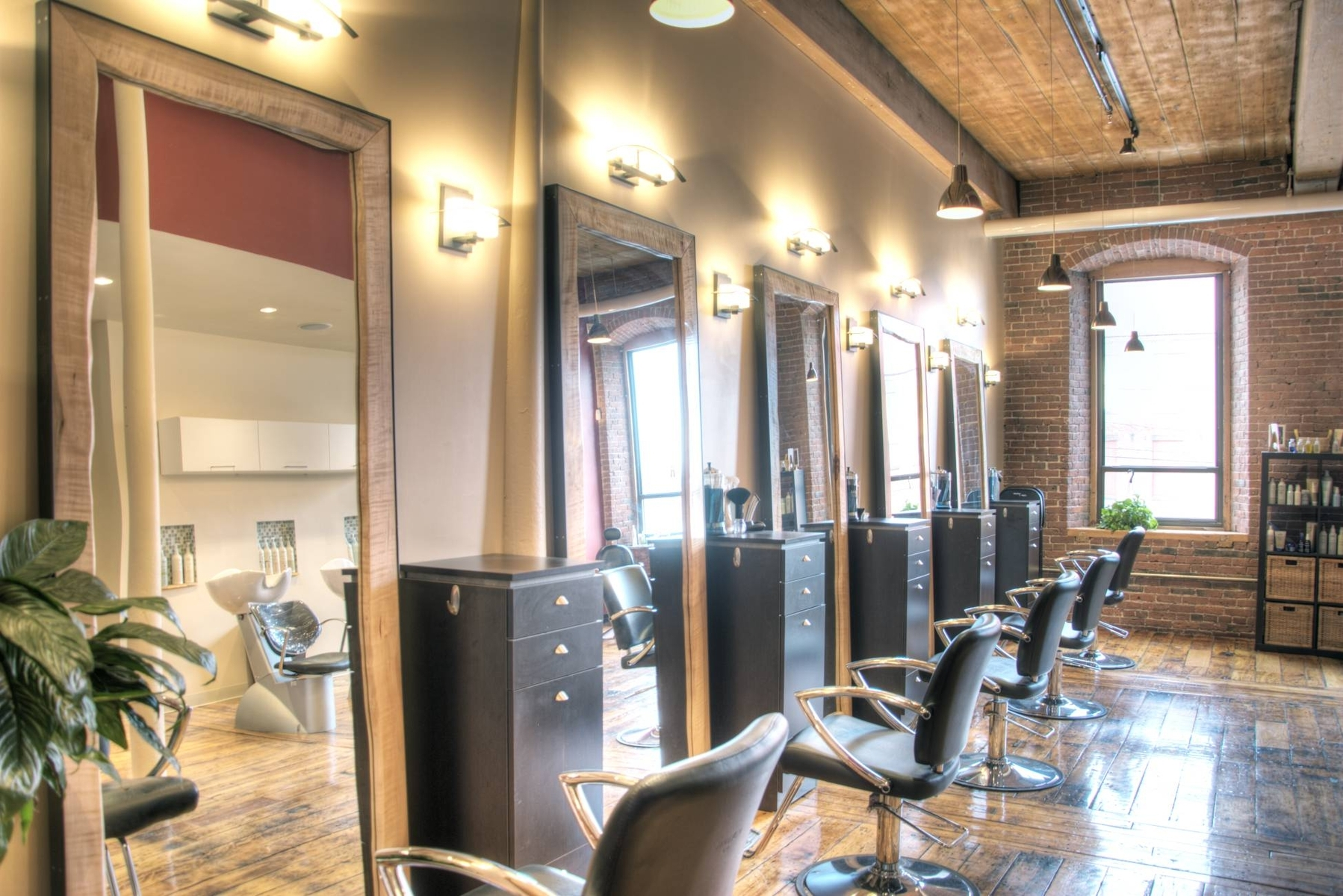 Mirrors On The Wall Salon