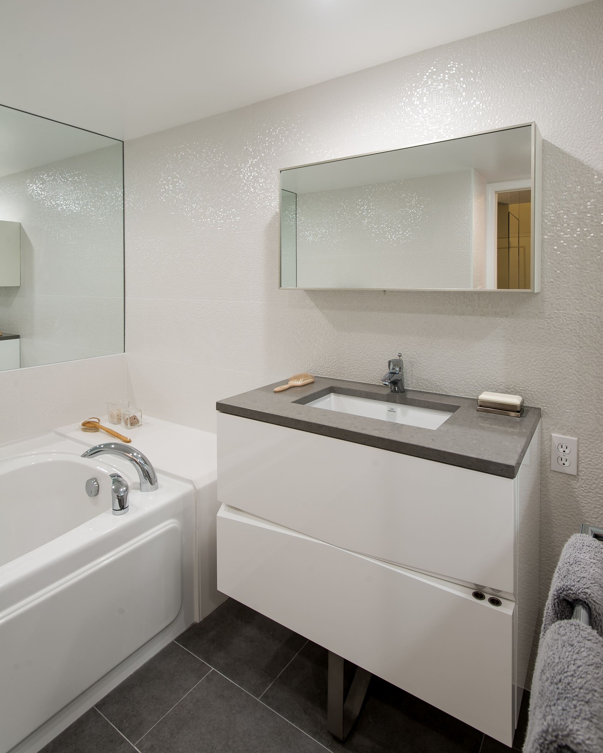 Porcelanosa Bathroom Mirror Cabinets