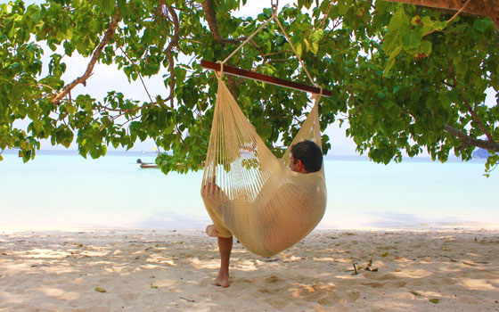 hanging-chair-hammock-beach-natural-taupe-yellow-leaf