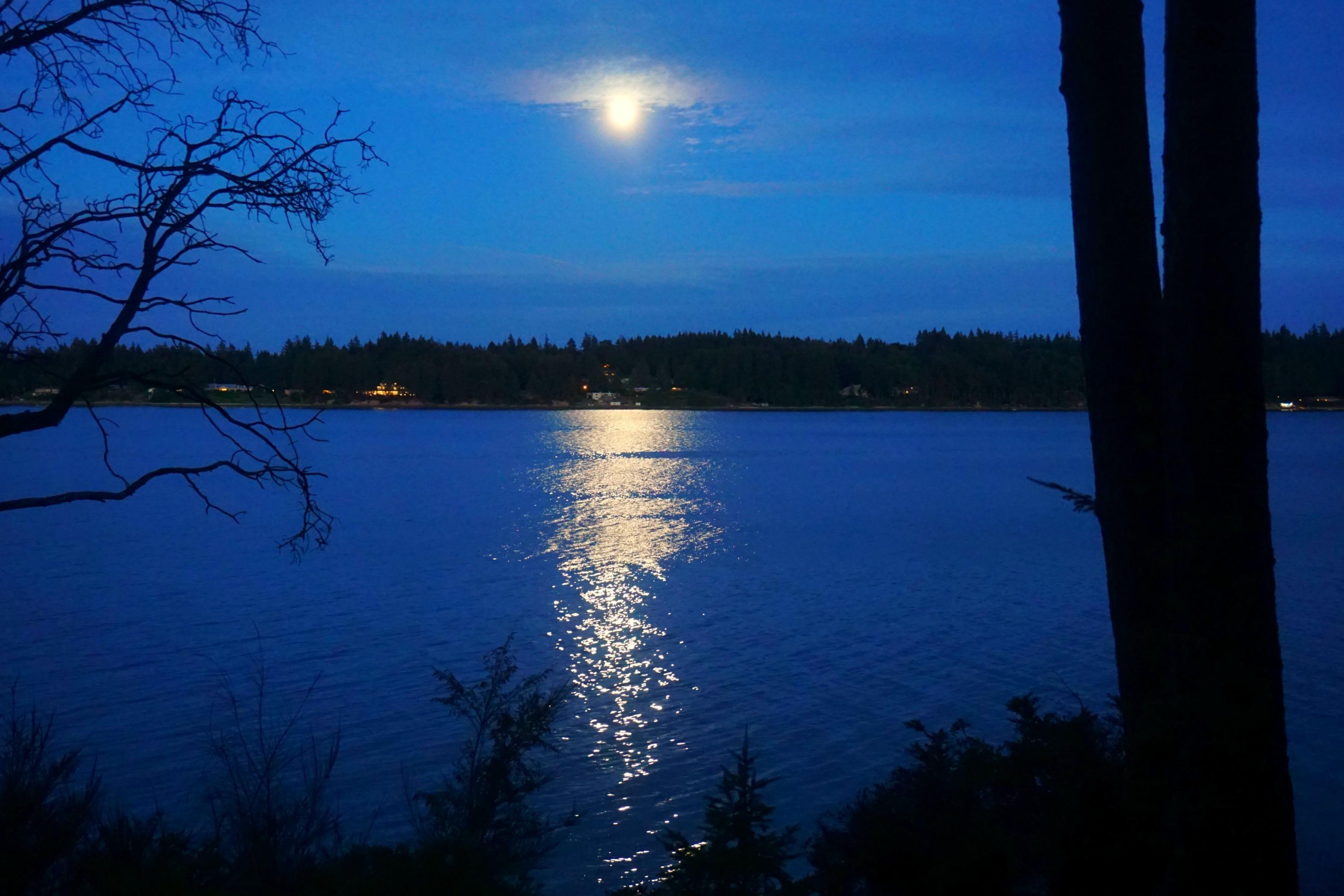 eld-inlet-moon-over
