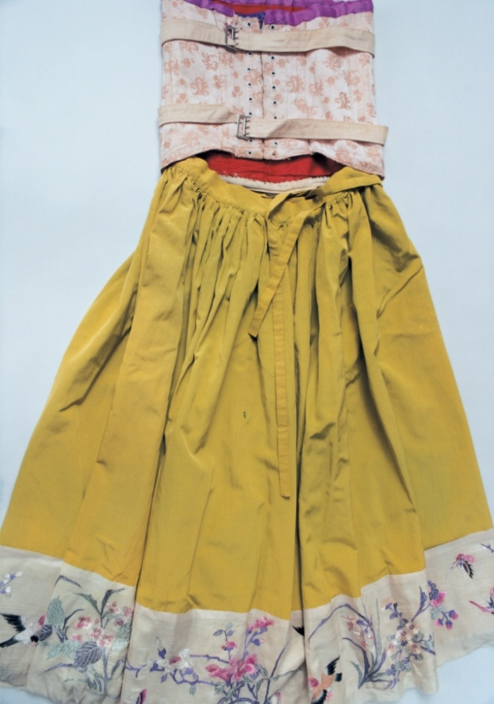Frida-Kahlo-Mustard-skirt