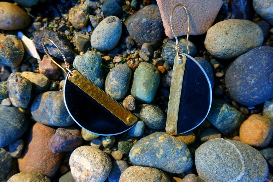 crash-earrings-main-tesla