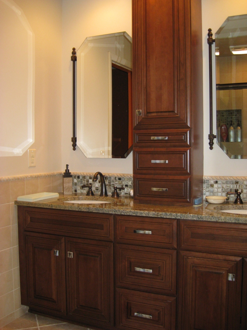Bathroom Cabinets With Knobs