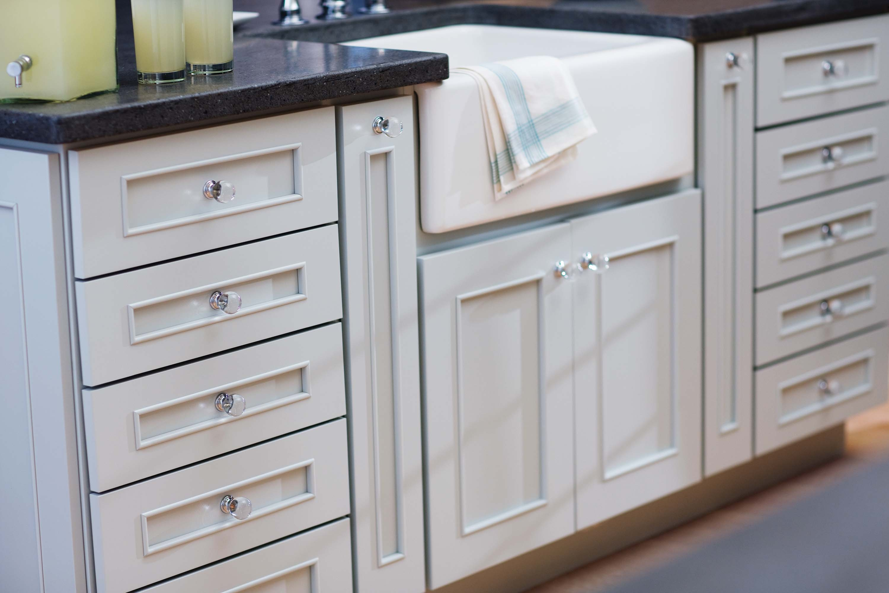 Bathroom Cabinets With Glass Knobs