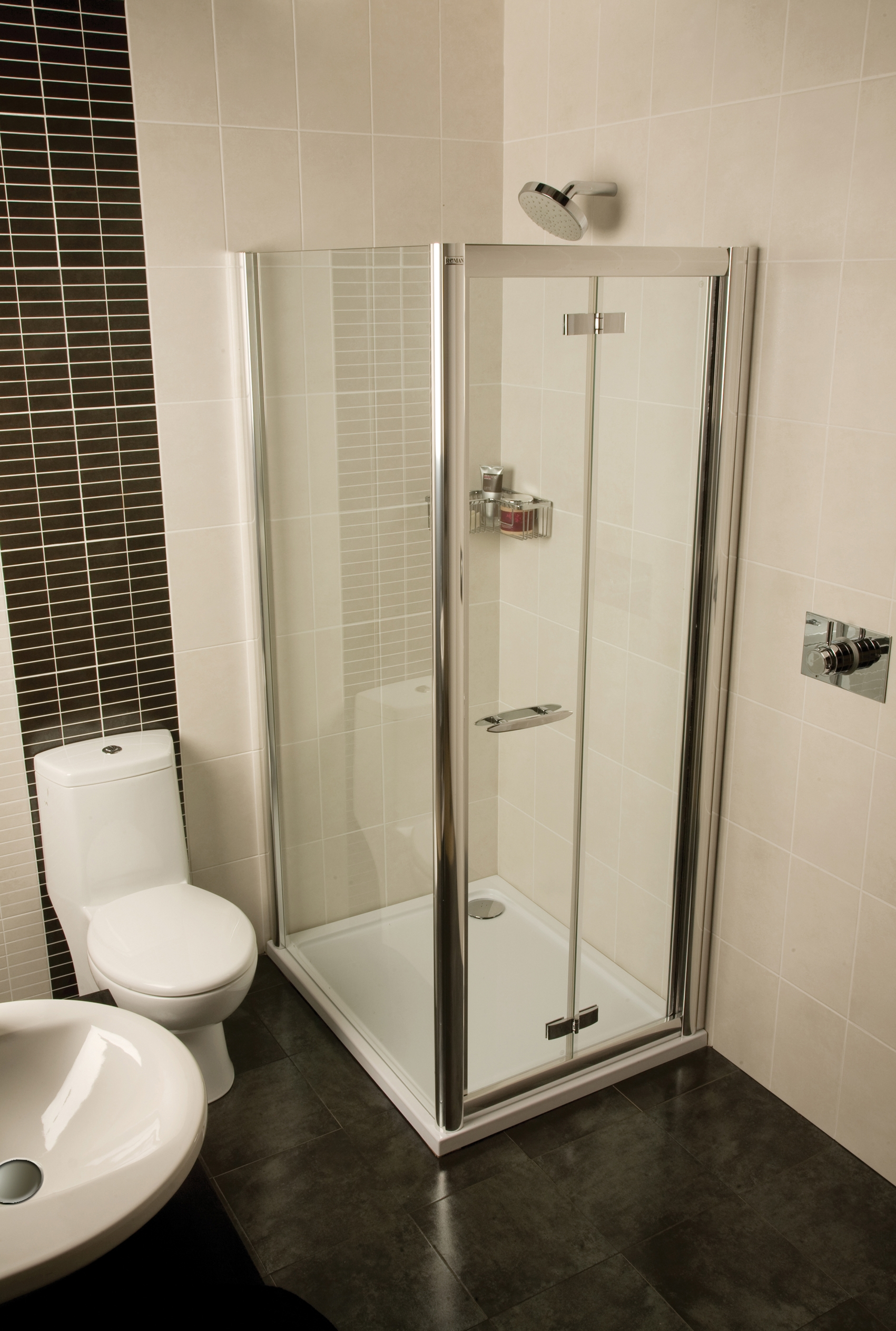 Shower Cabinets For Small Bathrooms