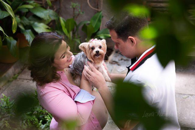 ensaio de família com cachorro de pequeno porte