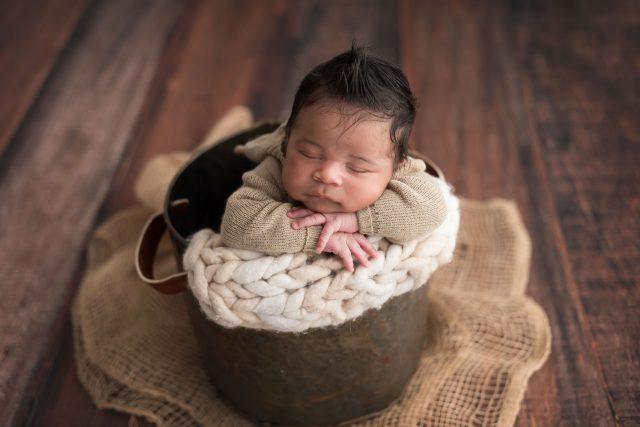 bebe em cesta fotografia newborn: as principais duvidas dos pais em fotos de bebes