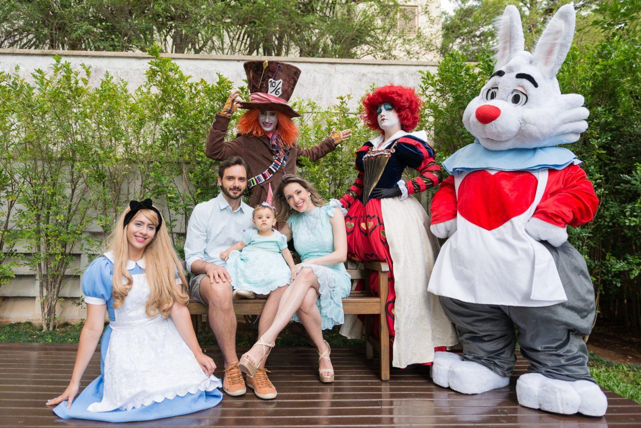 personagens em festa temática alice no pais das maravilhas fotografa de aniversario fotografia de festas infantis sp chapeleiro maluco rainha