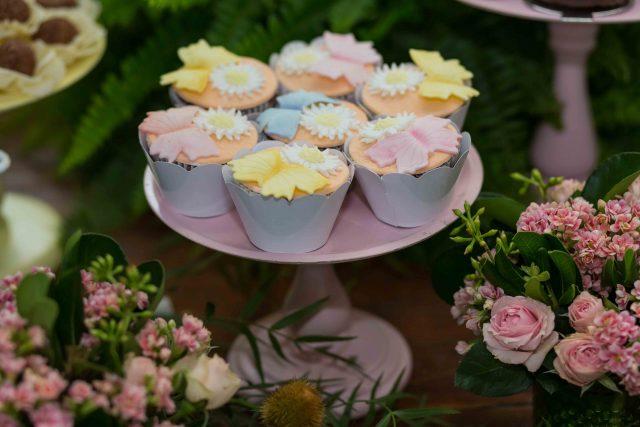 cupcakes lembrancinha festa de menina mesa de doces e bolo festa temática fotografa de aniversario fotografia de festas infantis sp