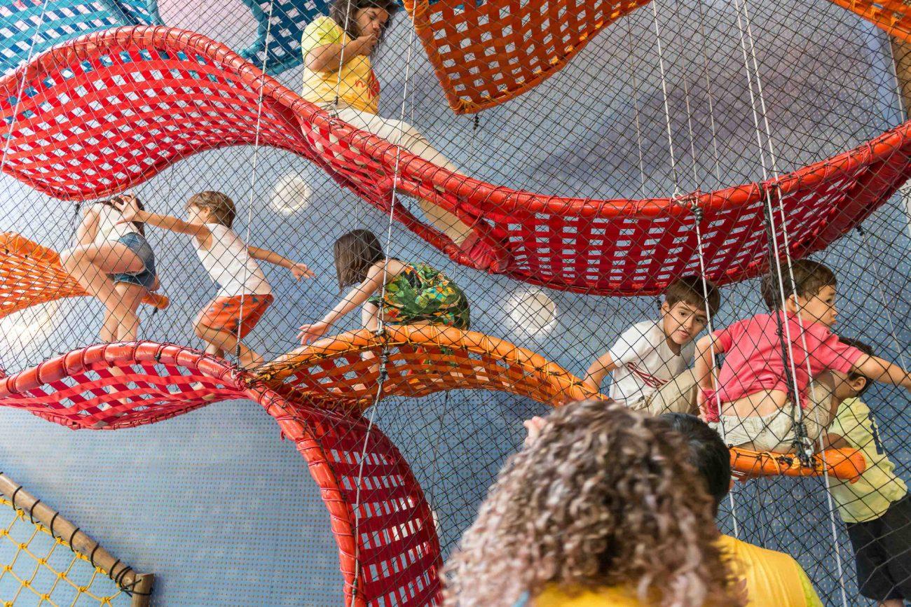 criança brincando decoração festa temática dragão fotografa de aniversario fotografia de festas infantis sp são paulo