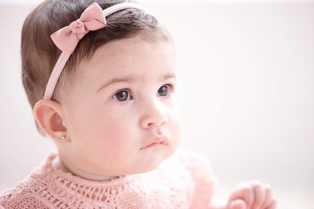 acompanhamento de bebês fotografia de menina com 6 meses fotógrafa laura alzueta