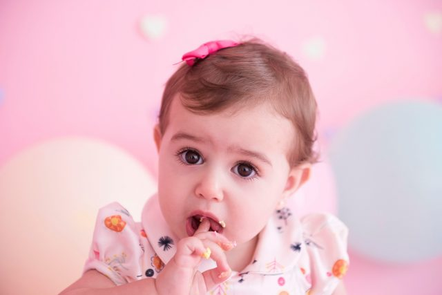 smash the cake laura alzueta estúdio de fotografia são paulo ensaio de fotos de aniversário de 1 ano de bebê menina