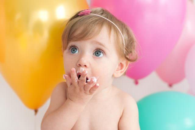 festa temática de menina bolo de aniversário 1 ano de bebê smash the cake em estúdio de fotografia laura alzueta pinheiros sp fotos de primeiro ano de bebê