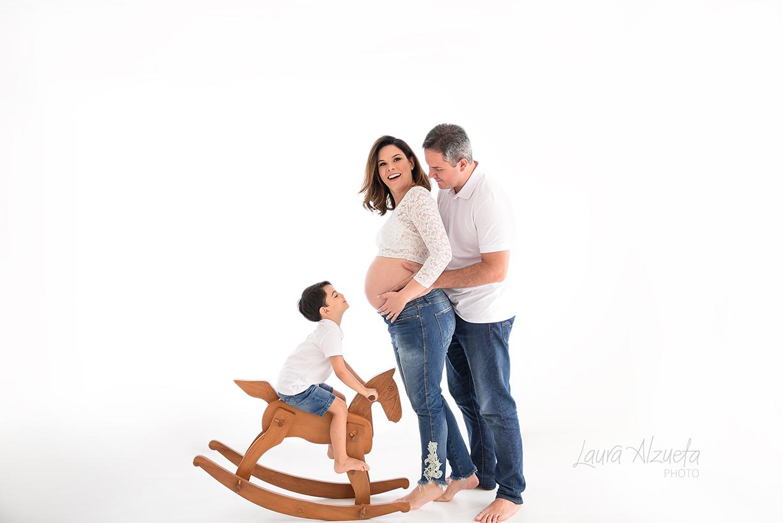 book gestante com família em estúdio de fotos em sp