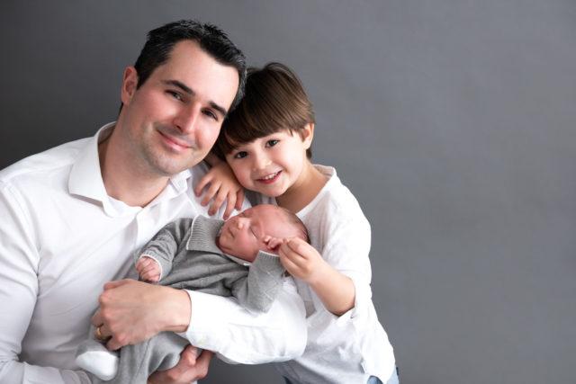 pai com filhos bebê e menino presente para pais dias dos pais fotografia com pais e filhos fotografa de familia sao paulo sp laura alzueta