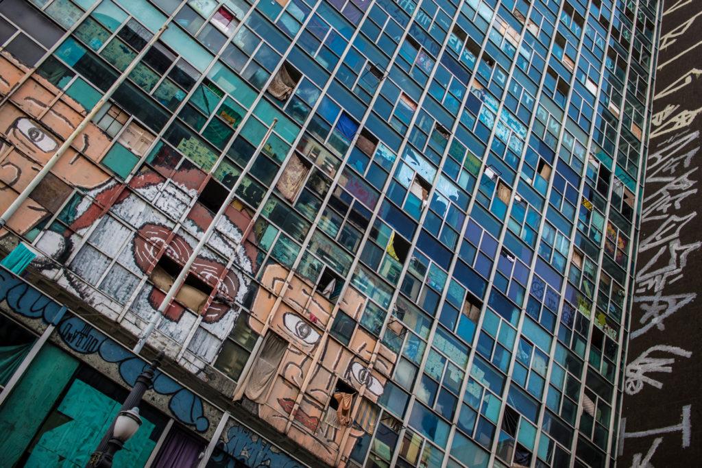 Edifício Wilton Paes de Almeida, o qual desabou, ocasionando uma tragédia.