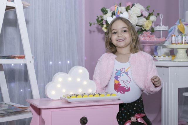 Registro da festa de aniversário de cinco anos da Helena, reaizada no saão de festas infabtis Pirueta Festas