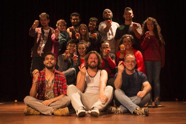 """Espetáculo teatral """"À Beira do Nada"""", encenado pelo Grupo Tramas & Dramas, na noite de encerramento do 7º Festival Tramas e Dramas."""