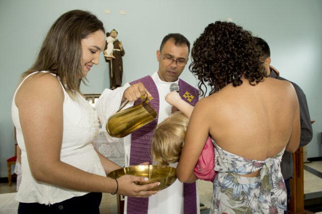 Cerimônia de batismo da Graciana e do Rafael