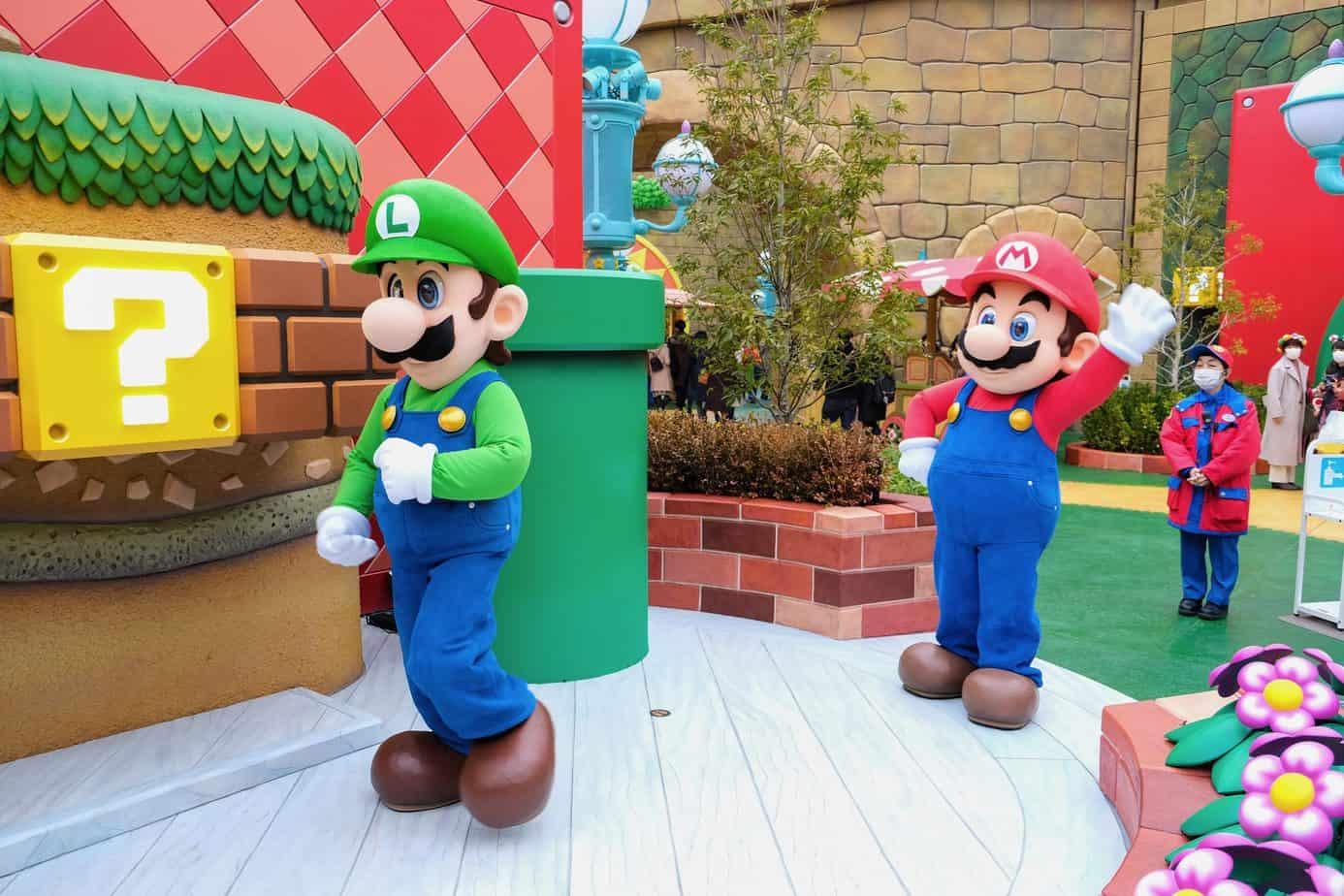 Mario and Luigi Character Greeting