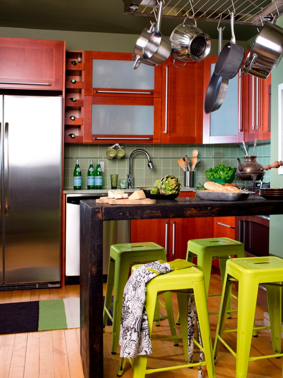 Space Saving Kitchen Cabinet Design