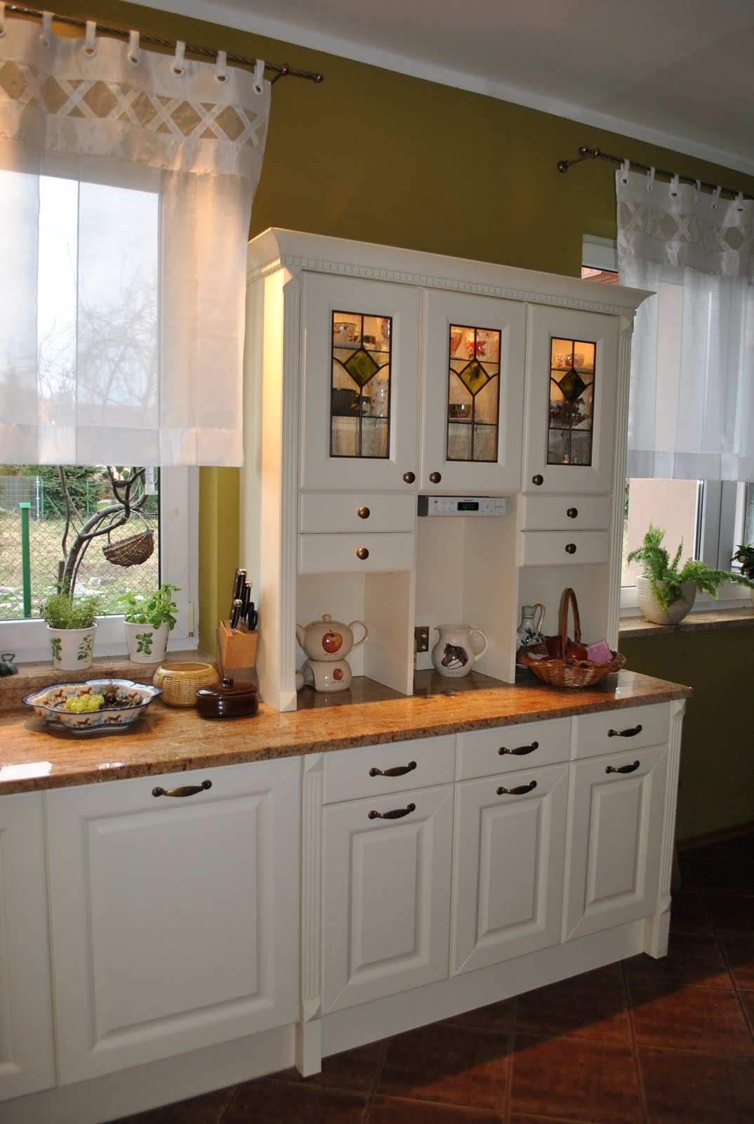 English Country Style Kitchen Cabinets