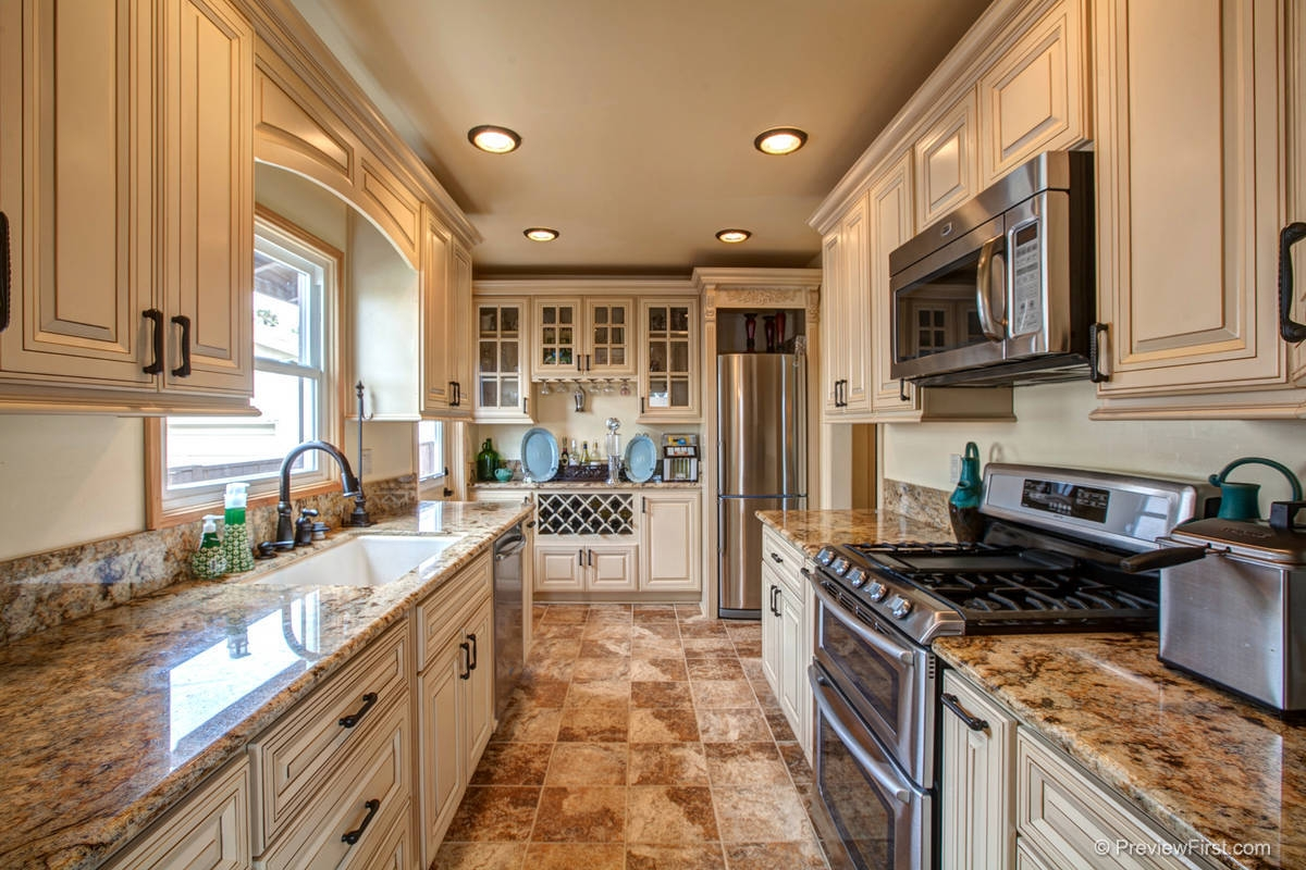 Kitchen Countertops With Antique White Cabinets