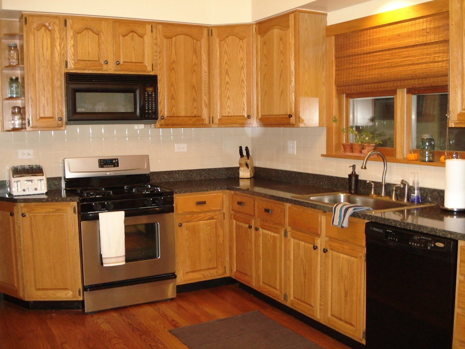 Kitchen Decorating With Oak Cabinets