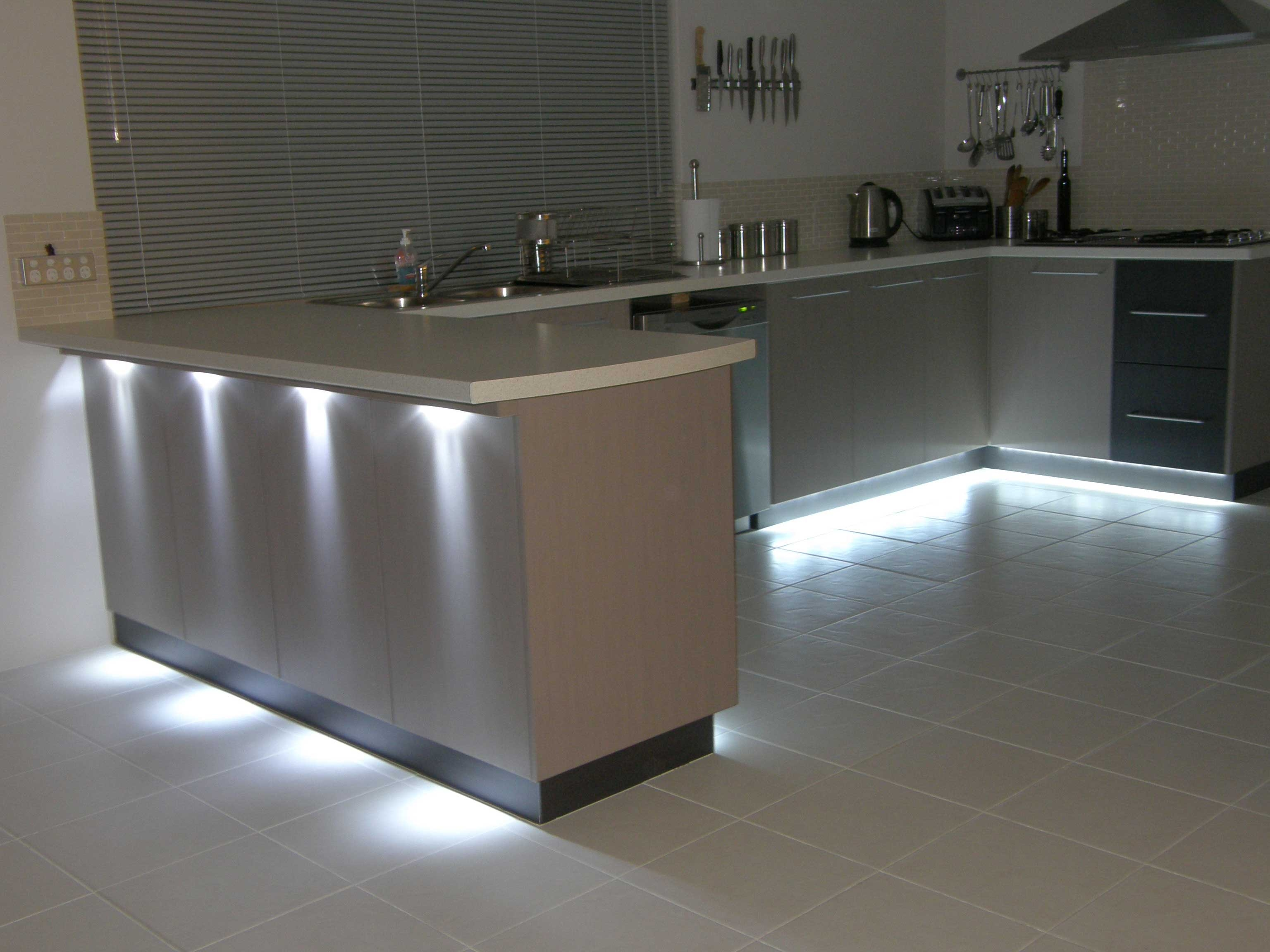Strip Lighting Under Kitchen Cabinets