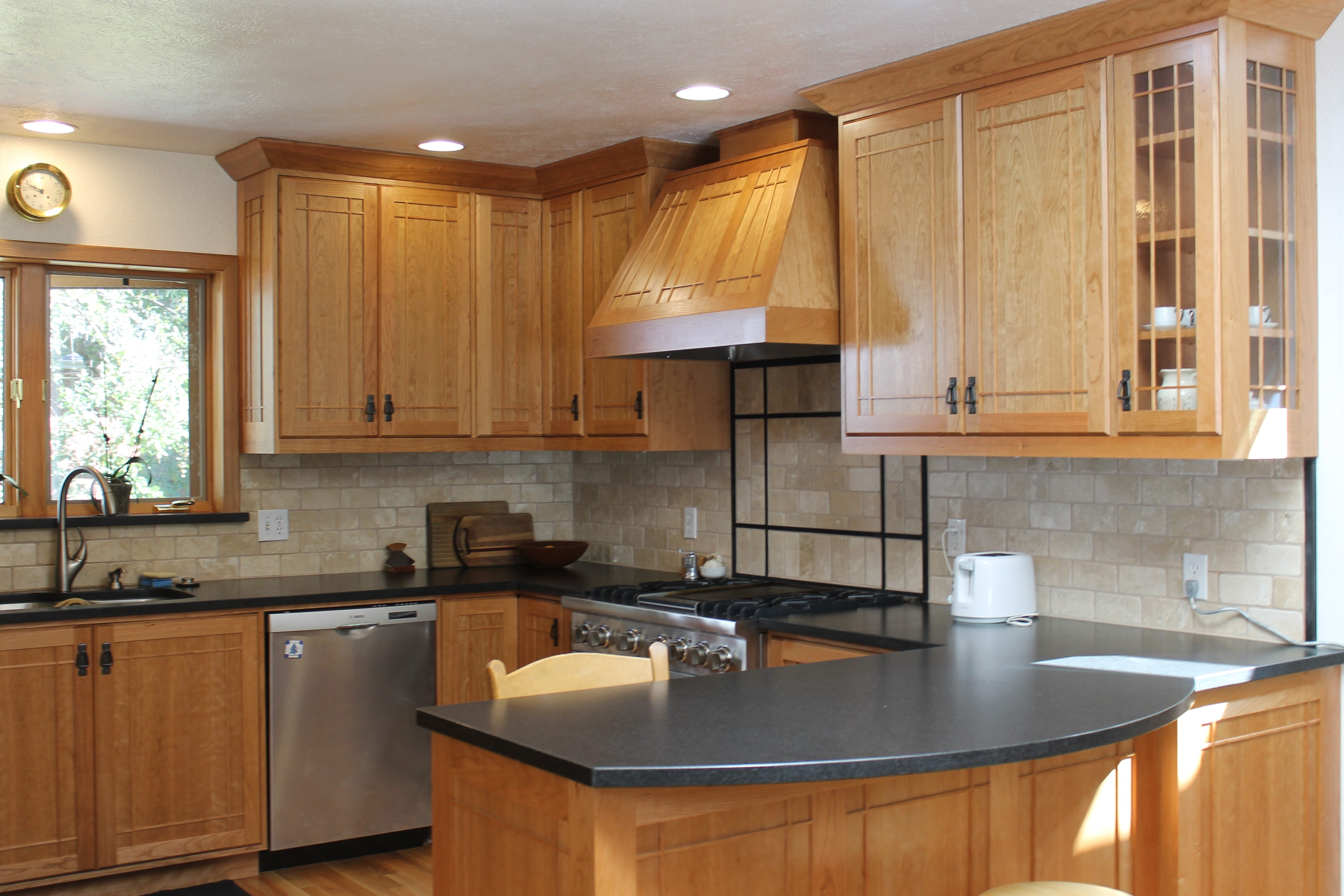 Permalink to Transitional Kitchen With Oak Cabinets