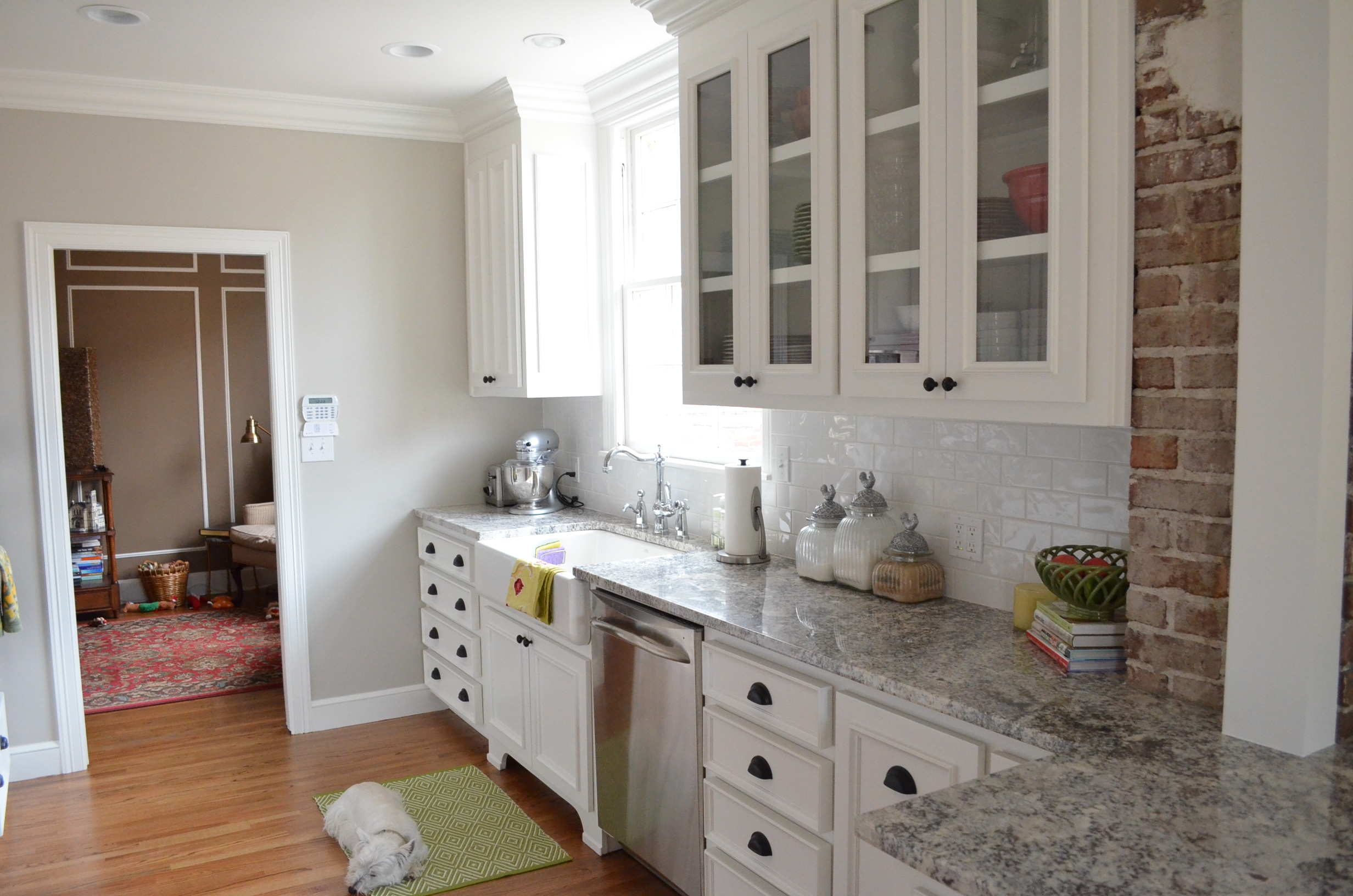 White Kitchen Cabinets With Molding