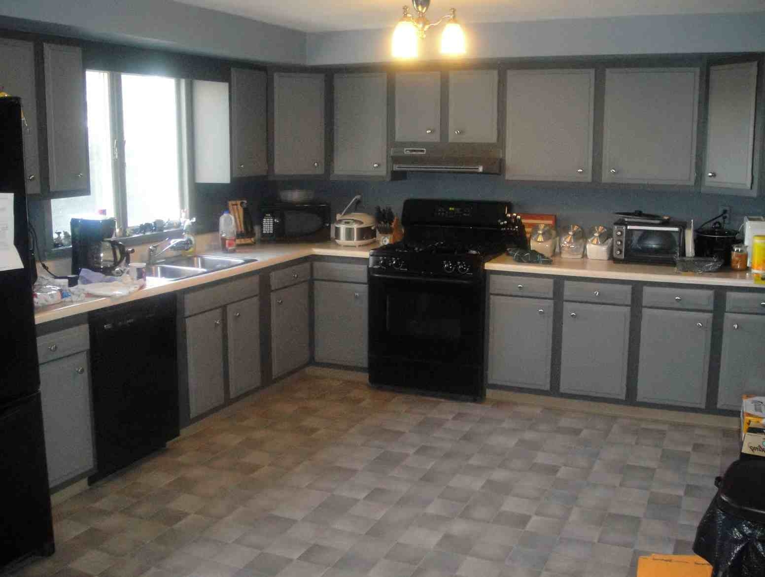 Best Color For Kitchen Cabinets With Black Appliances