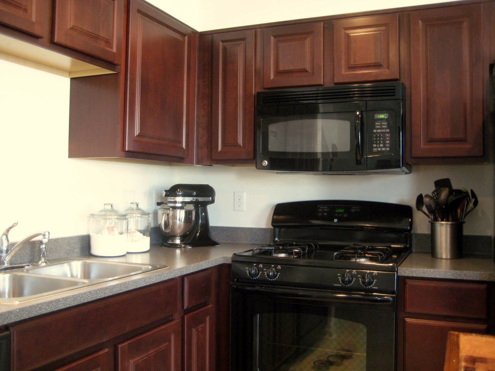 Best Kitchen Cabinet Colors With Black Appliances