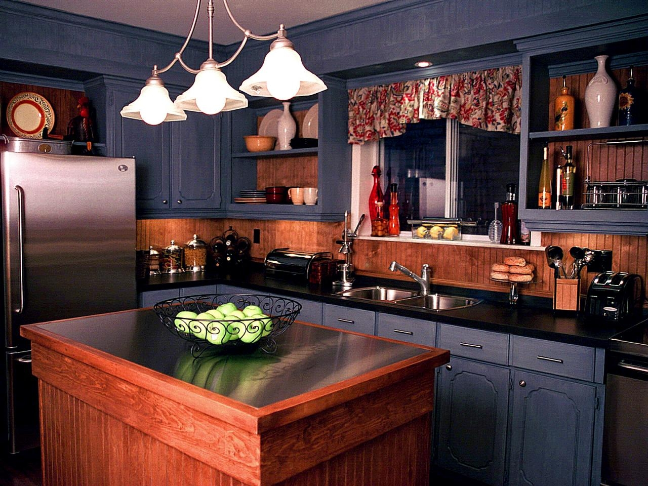 Black Finish Kitchen Cabinets
