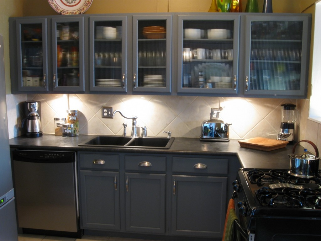 Kitchen Cabinet Colors For A Small Kitchen