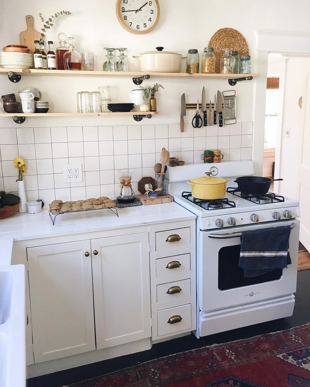 Kitchen Cabinets Hardware Or Not