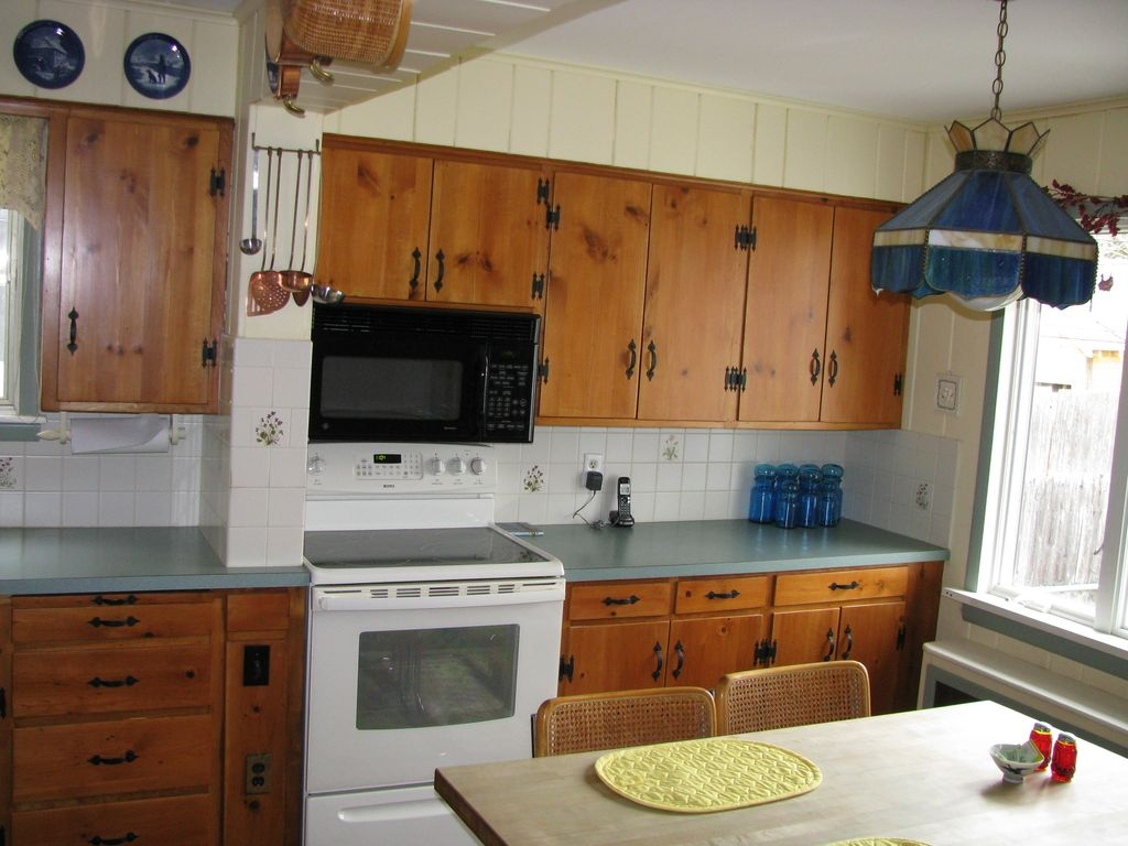Kitchen With Cabinets On One Wall