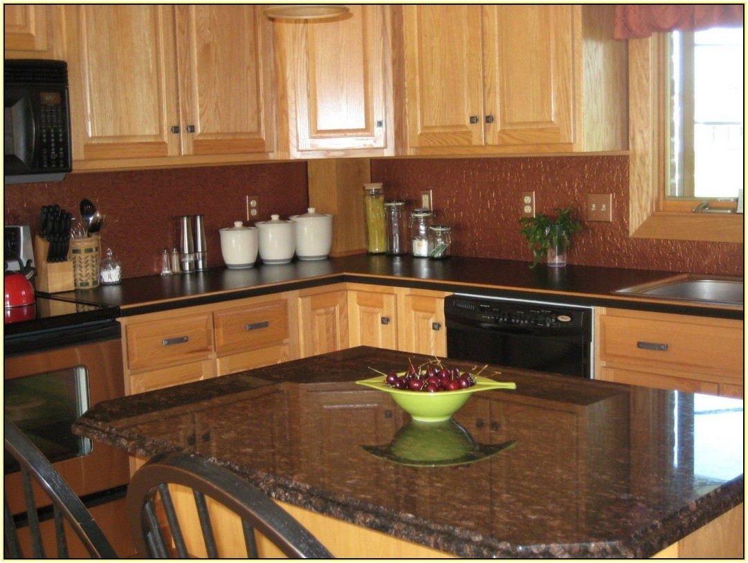 Light Kitchen Cabinets With Dark Granite Countertops