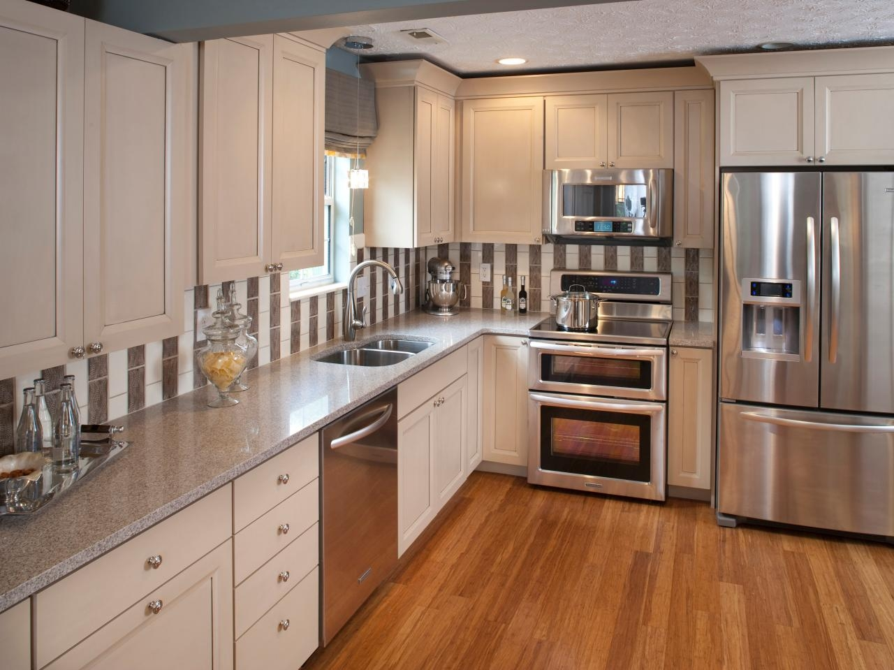 Light Kitchen Cabinets With Stainless Steel Appliances