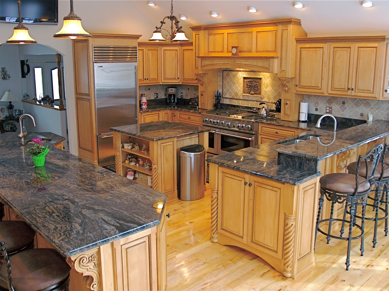 Light Wood Kitchen Cabinets With Dark Countertops