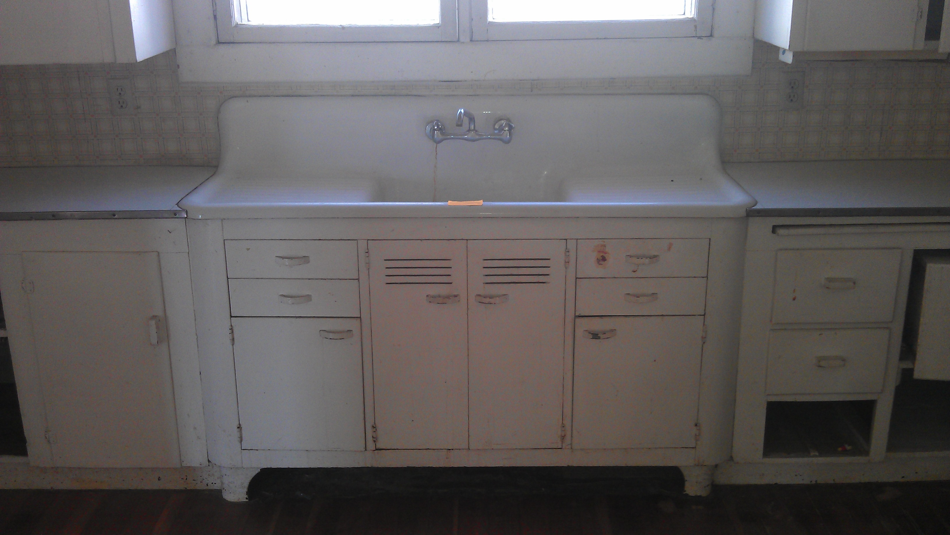 Old Fashioned Kitchen Sink Cabinet