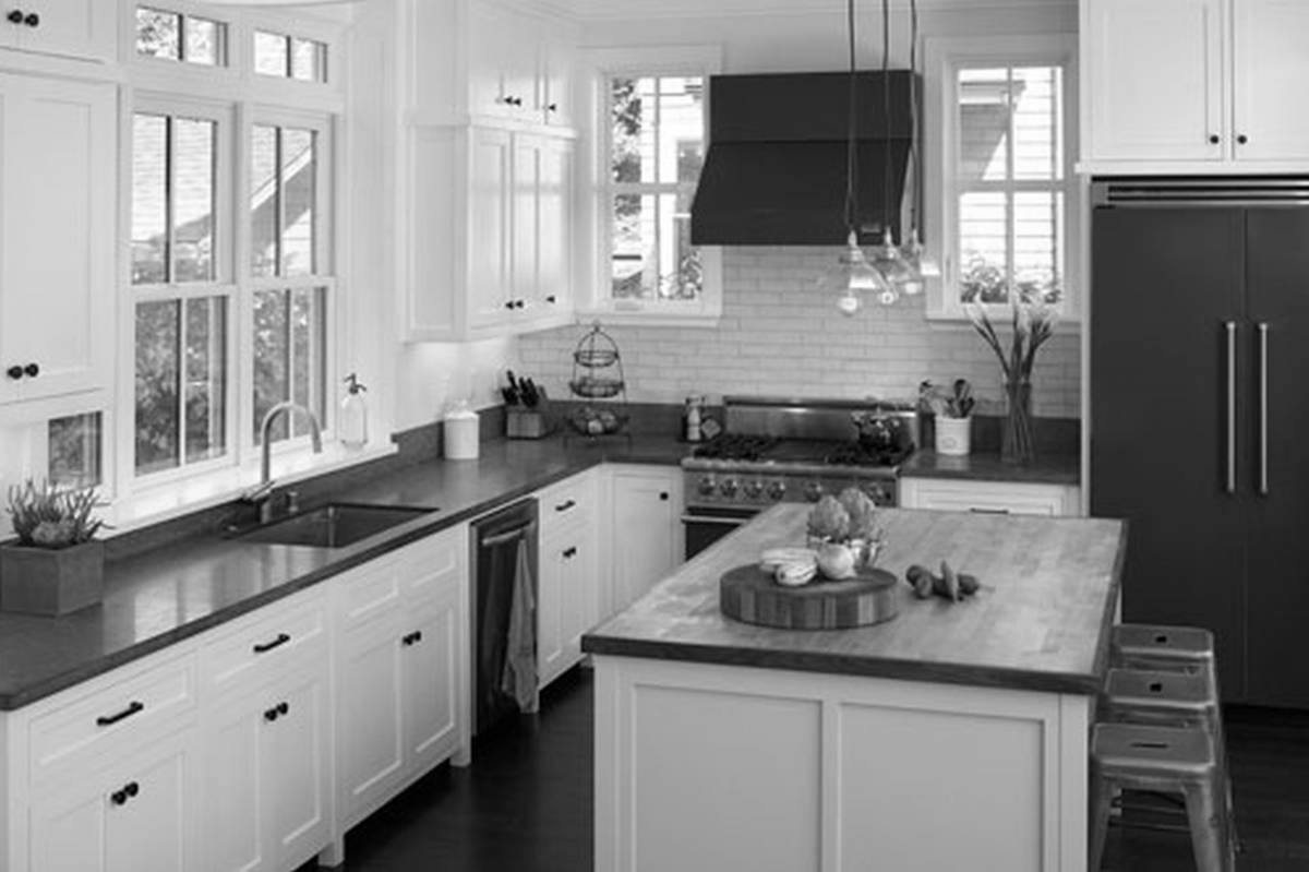 Pictures Of White Kitchen Cabinets With Black Applianceswhite kitchen cabinets with black appliances kitchen island