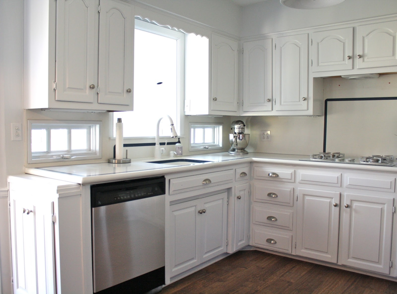 Pictures Of White Kitchen Cabinets With Handles