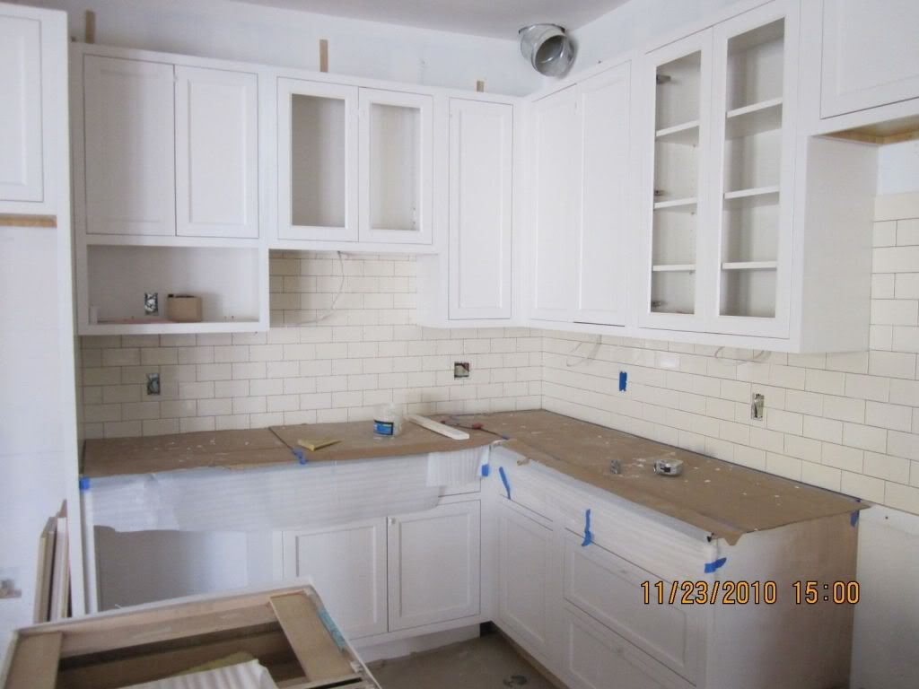Should Kitchen Cabinets Have Handles Or Knobs