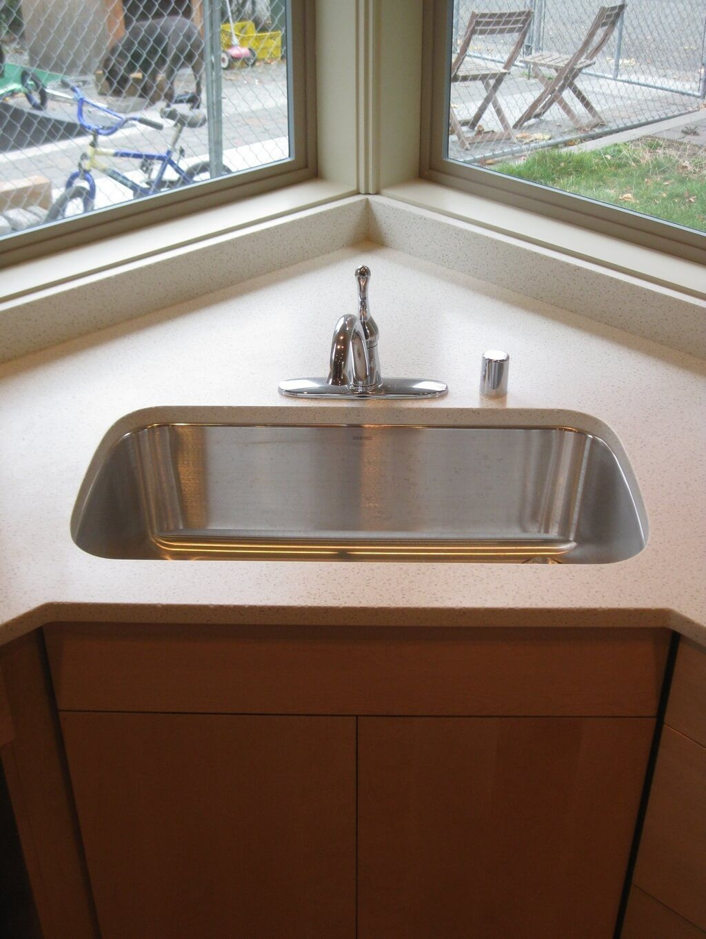 Single Kitchen Cabinet With Sink