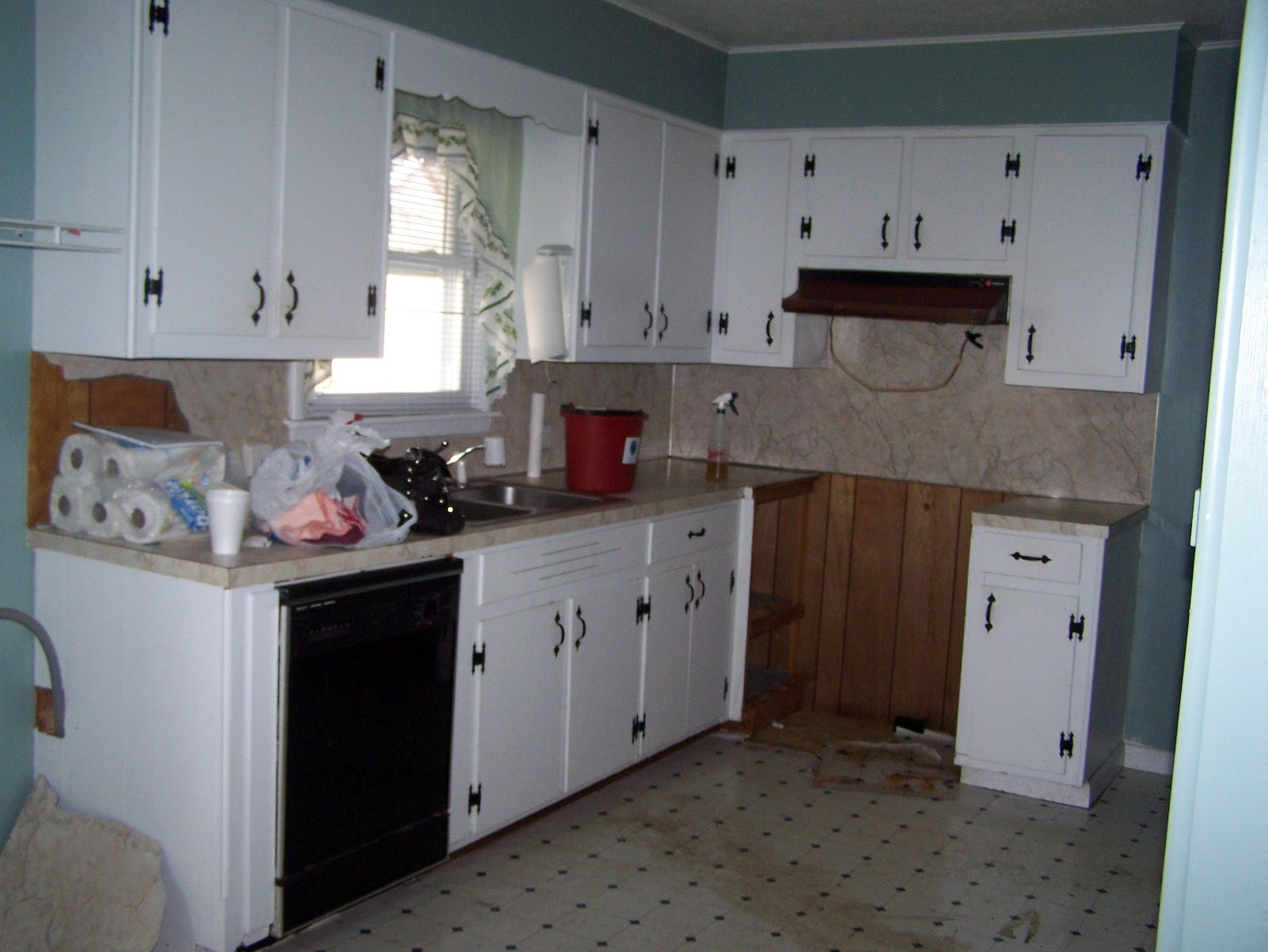 Update Old White Kitchen Cabinets