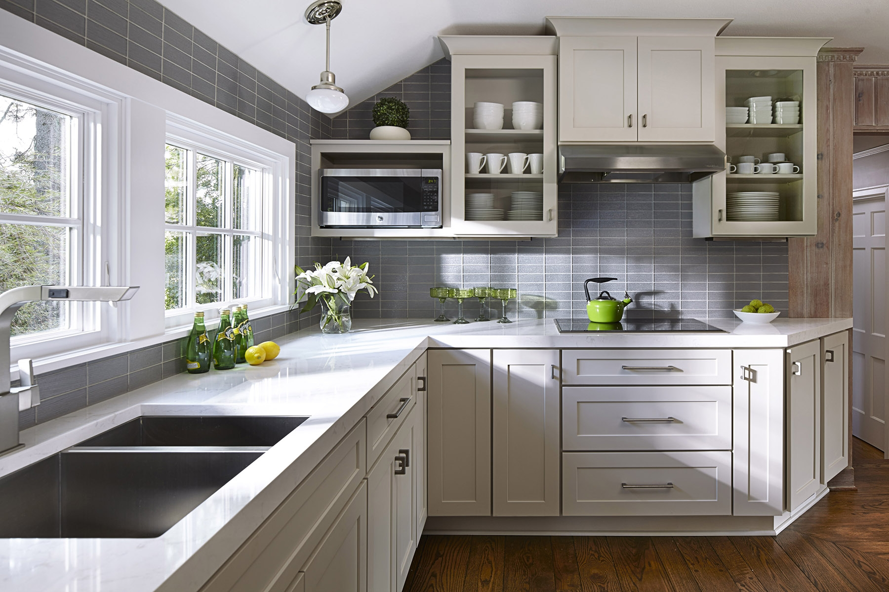 White Cottage Style Kitchen Cabinets