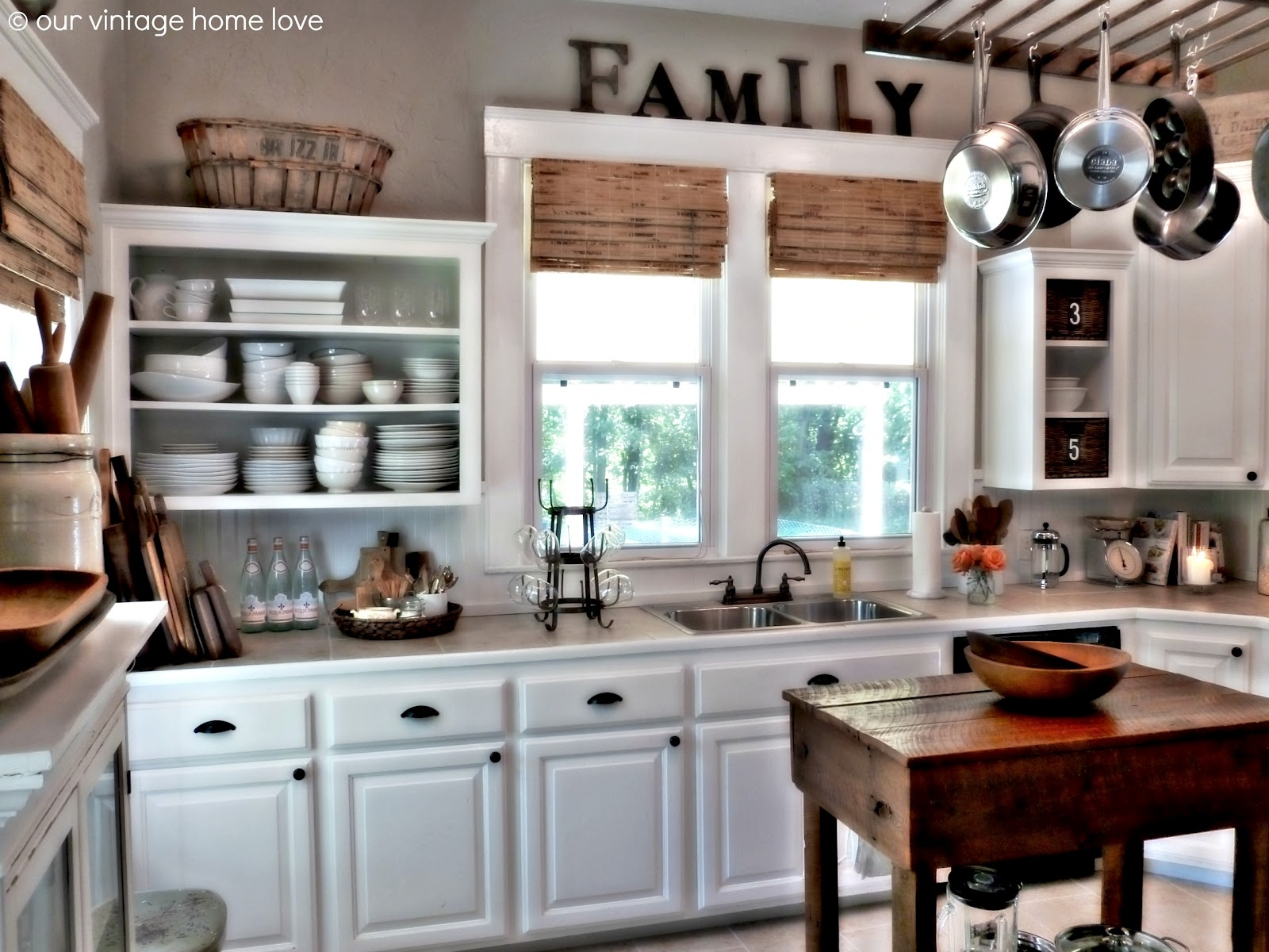 White Kitchen Cabinets Decorating Ideas